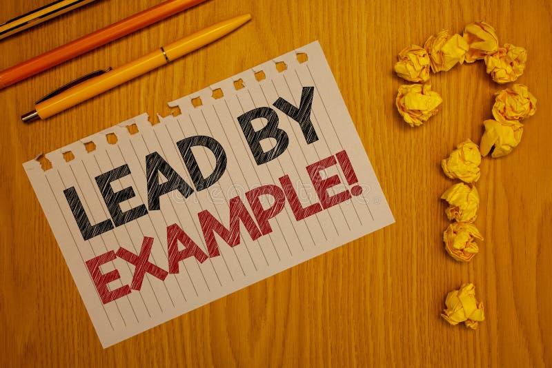 Begriffshandschriftvertretung Führung durch Beispiel-Motivanruf Geschäftsfototext Führungs-Management-Mentor-Organisation W lizenzfreie stockbilder