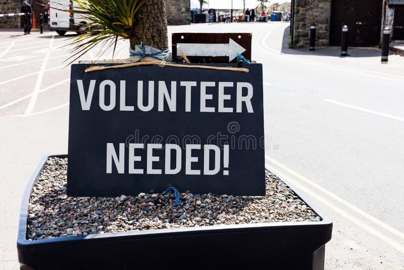 Begriffshandschriftvertretung Freiwilliger brauchte Pr?sentationsbedarfsarbeit des Gesch?ftsfotos f?r Organisation ohne zu sein stockfotografie