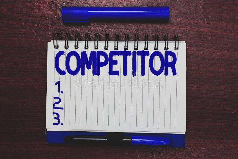 Begriffshandschriftvertretung Konkurrent Geschäftsfoto-Text Person, die an der Werbung des zur Schau tragenden Wettbewerbs teilni stockbild