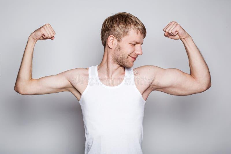 Begriffsporträt eines linkshändigen Mannes stockfotografie