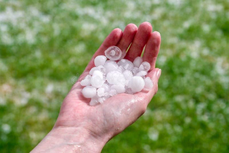 Begroet ter beschikking hailstorm stock foto