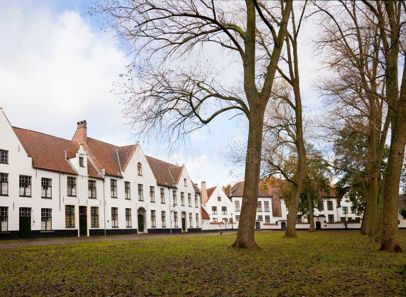 Beguinage i Bruges, Belgien royaltyfri foto
