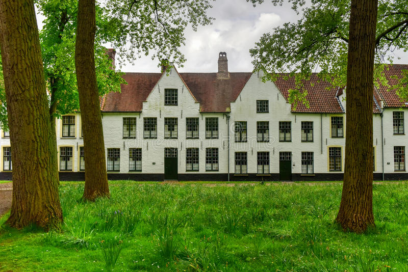 Beguinage principesco dieci Wijngaerde Bruges Belgio fotografia stock libera da diritti