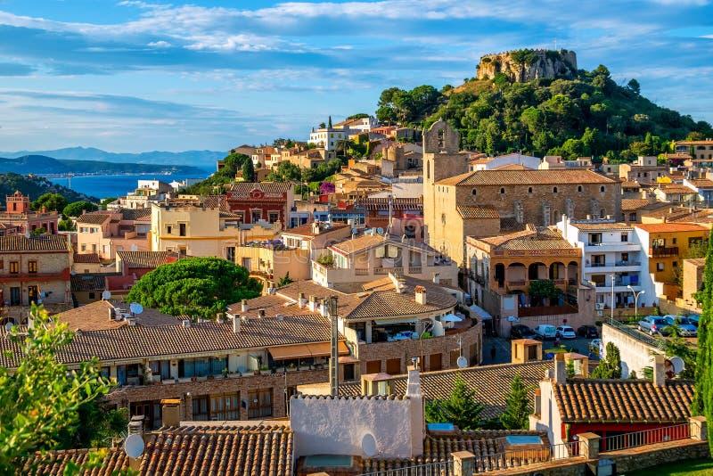 Begur老镇和城堡,肋前缘Brava,卡塔龙尼亚,西班牙 免版税库存照片