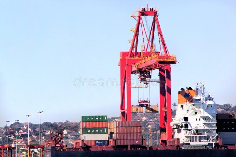 Behälter Crane Loading Ship Durbans Südafrika im Hafen stockfotografie