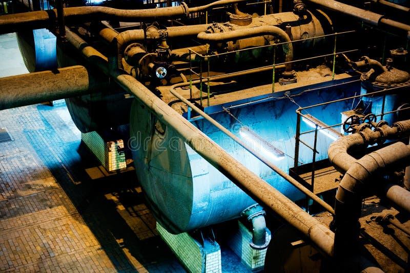 Behälter in der Fabrik stockfotos