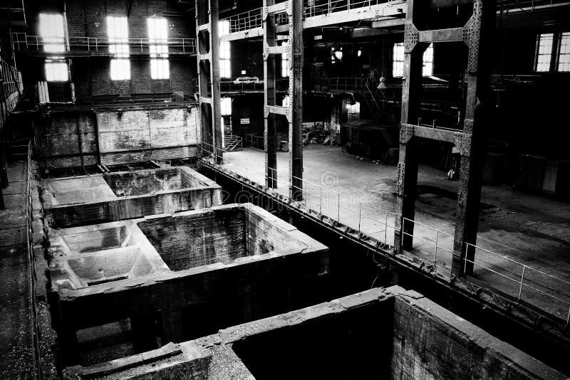 Behälter in der Fabrik lizenzfreies stockbild