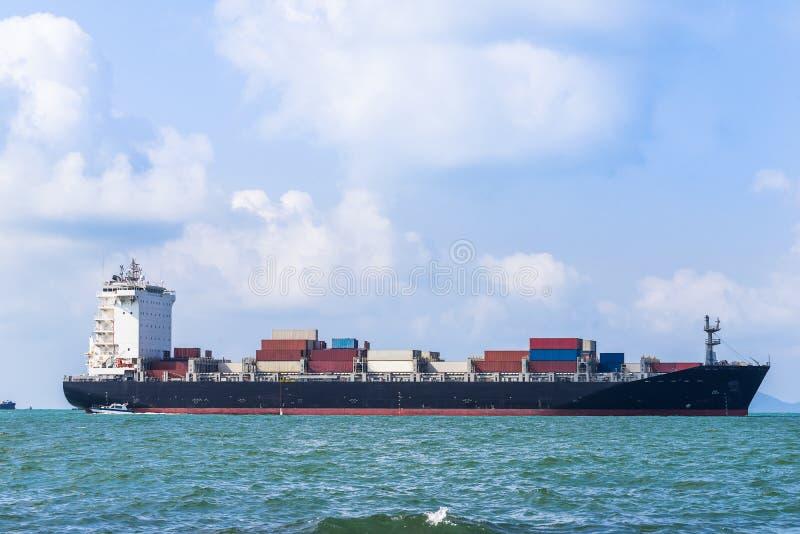Behälter-Frachtschiff Schiffe der gemischten Ladung stockbild