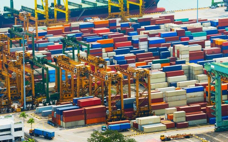 Behälter an Singapur-Industriehafen lizenzfreie stockbilder