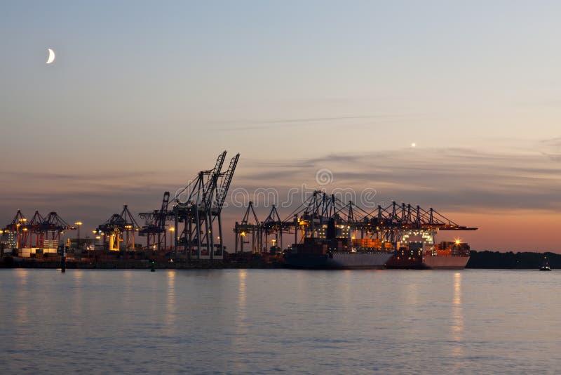 Behälter-Terminal am Kanal von Hamburg lizenzfreies stockbild