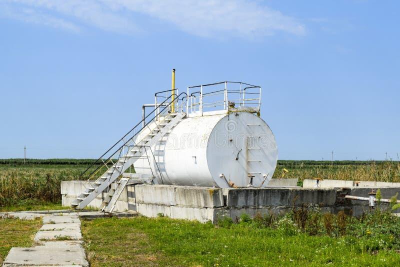 Behållare för dy av olje- emulsion Utrustning på oljefältet arkivbild