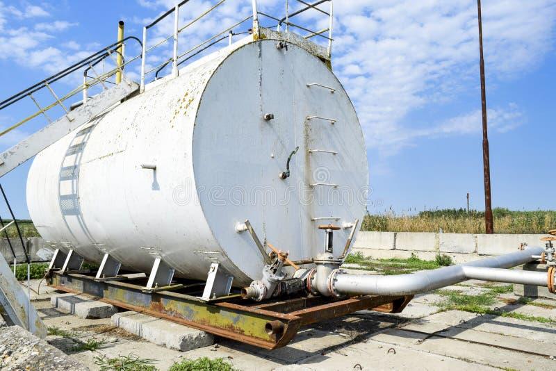 Behållare för dy av olje- emulsion Utrustning på oljefältet royaltyfri bild