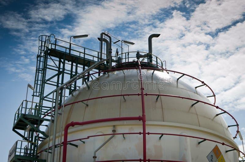 behållare för sphere för gaspetrochemicalväxt royaltyfri foto