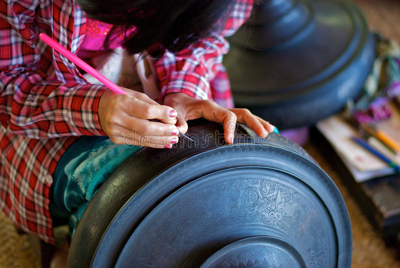 Behållare med lacquergravyr arkivfoton
