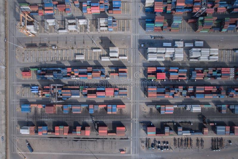 Behållarelastfartyg, importexport, logistisk tillförsel ch för affär arkivfoton