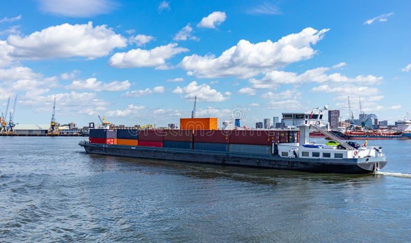 Behållareskepp och logistik på Rotterdam port royaltyfria bilder