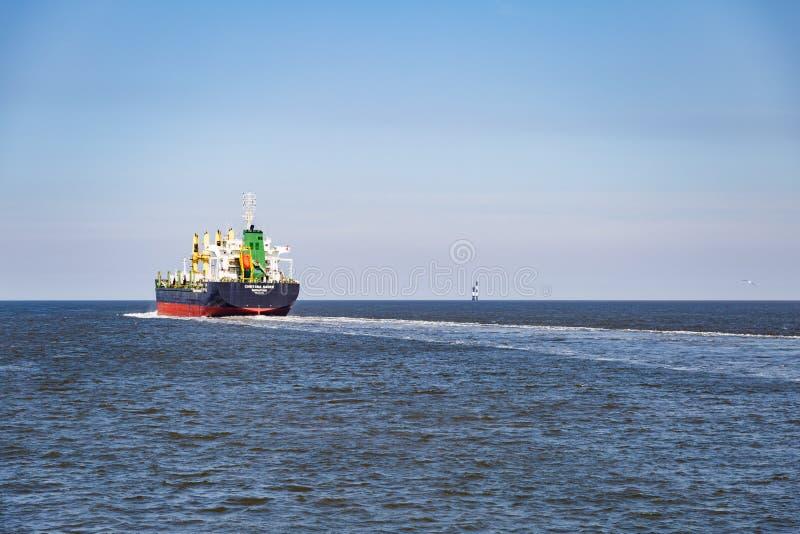 Behållareskyttel i Nordsjöenen - rutt till Hamburg royaltyfria bilder