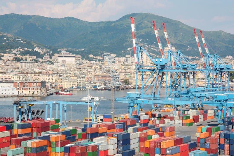 Behållareterminal i porten av Genoa Italy arkivfoton