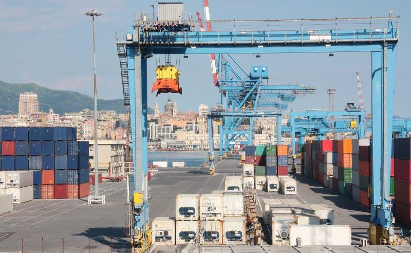 Behållareterminal i porten av Genoa Italy royaltyfri bild