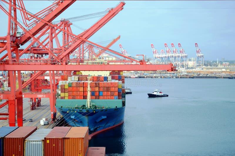 Beh?llareskepp i port av Long Beach, Kalifornien royaltyfri fotografi