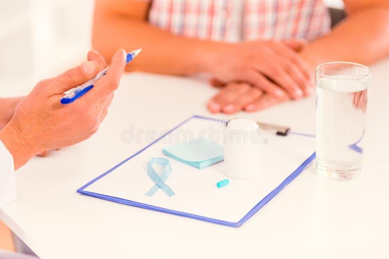 Behandel mannelijke ziekten stock afbeelding