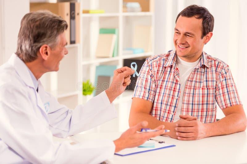 Behandel mannelijke ziekten stock afbeeldingen