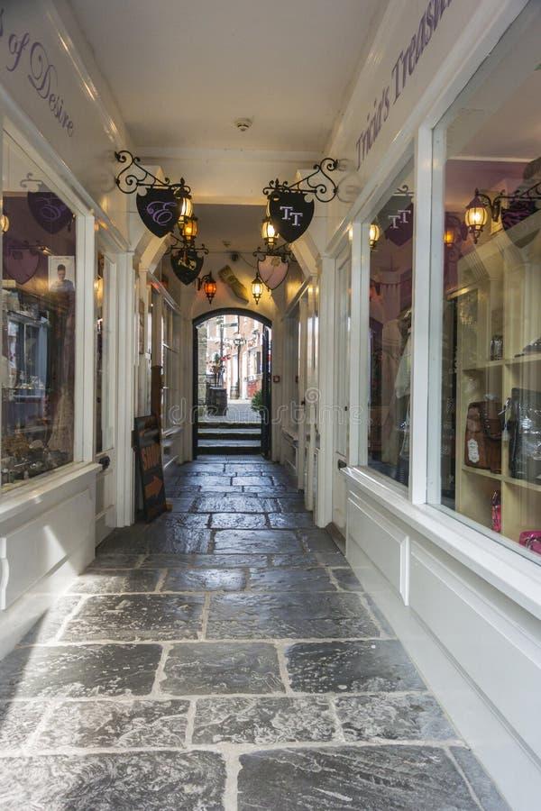 Download Behandelde Arcade Van Winkels, Glastonbury Redactionele Fotografie - Afbeelding bestaande uit voetganger, markt: 54088342