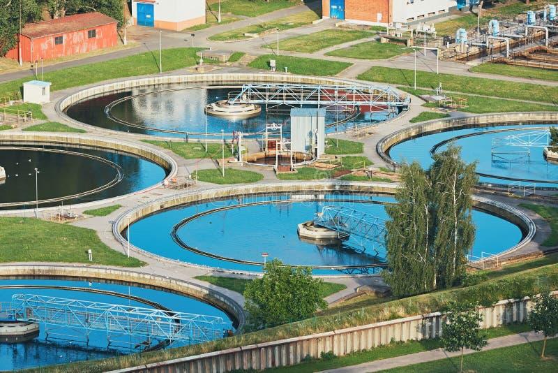 Behandelings van afvalwaterinstallatie stock foto