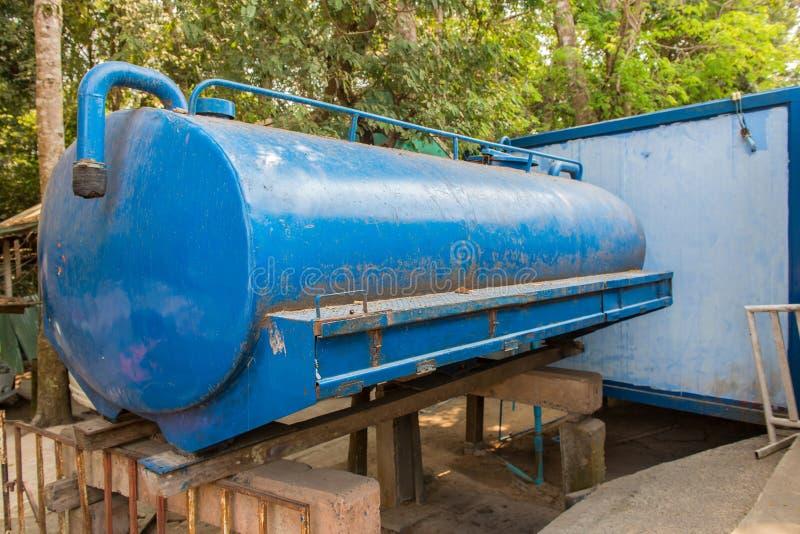 Behandelings van afvalwatertanks of watertank in landelijk royalty-vrije stock afbeelding