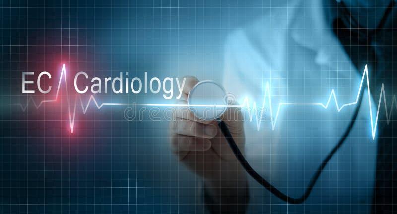 Behandeln Sie das Halten des Stethoskops auf virtuellem EKG-Elektrokardiogramm GR lizenzfreies stockbild