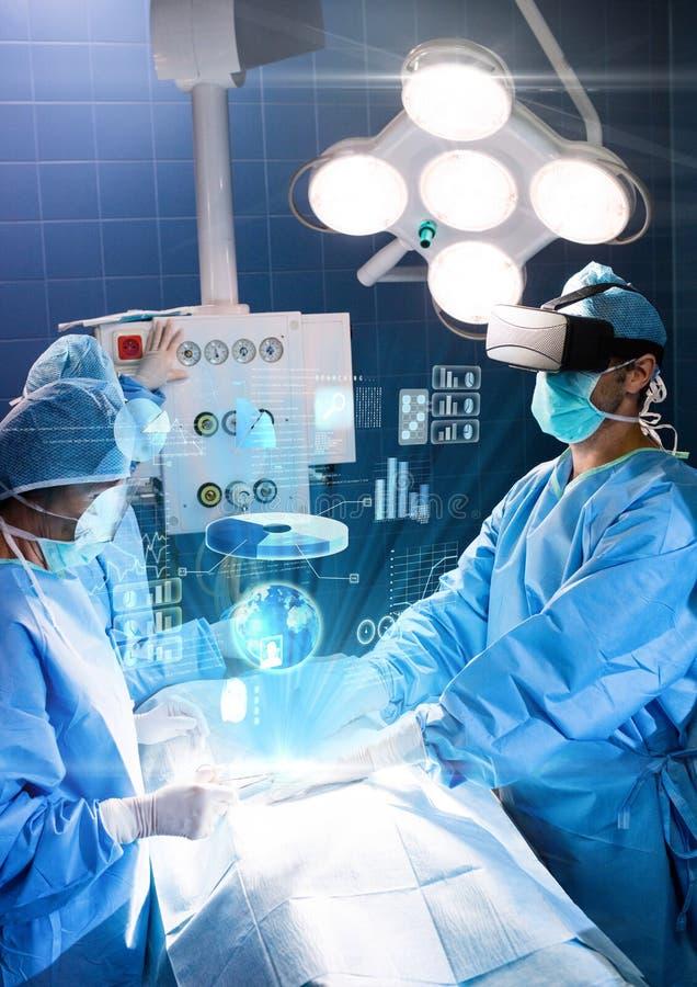 Behandeln Sie die Operation, die Kopfhörer VR-virtueller Realität mit Schnittstelle trägt lizenzfreie stockfotografie