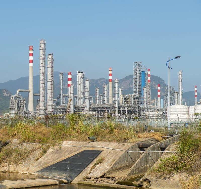 behandla för fabriksgas landskap med gasbransch royaltyfri bild