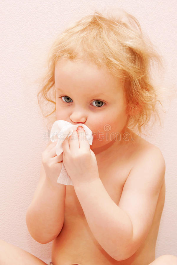 Behandla som ett barn är sjukt arkivfoto