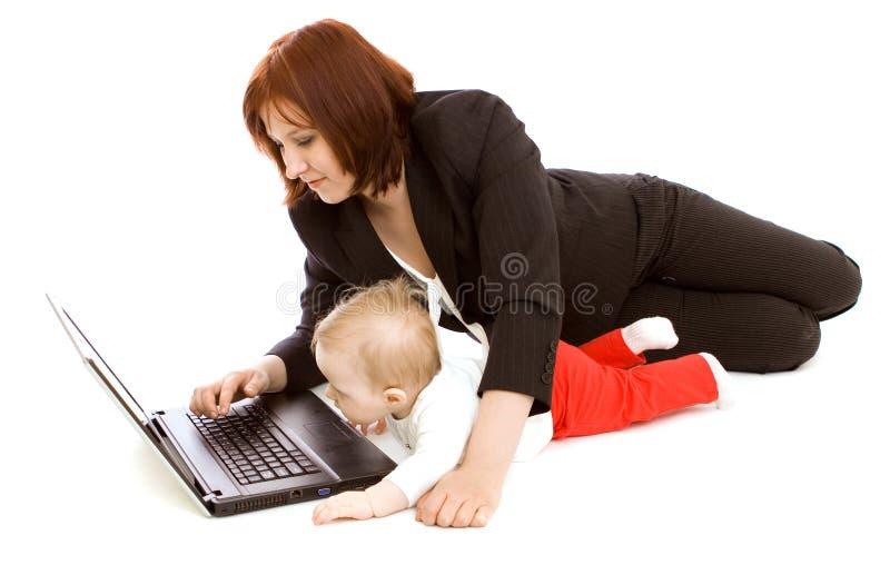 behandla som ett barn affärskvinnan royaltyfria bilder