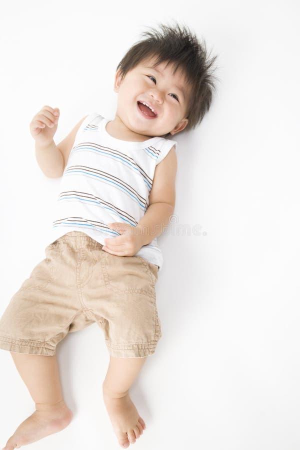 behandla som ett barn att le för japan arkivbild