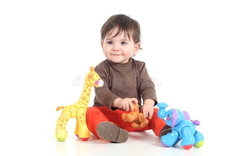 Behandla som ett barn att leka med färgrika toys royaltyfria bilder
