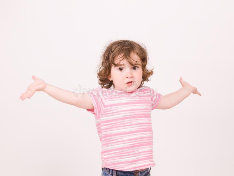 behandla som ett barn att undra för flickastående royaltyfri foto