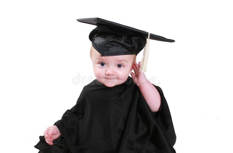 behandla som ett barn avläggande av examen royaltyfri fotografi