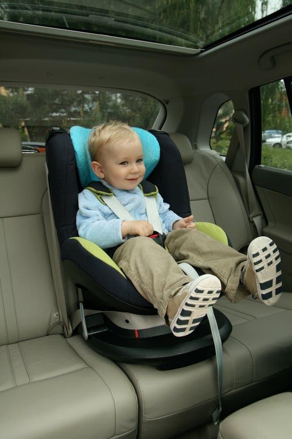 behandla som ett barn bilsätet royaltyfri foto
