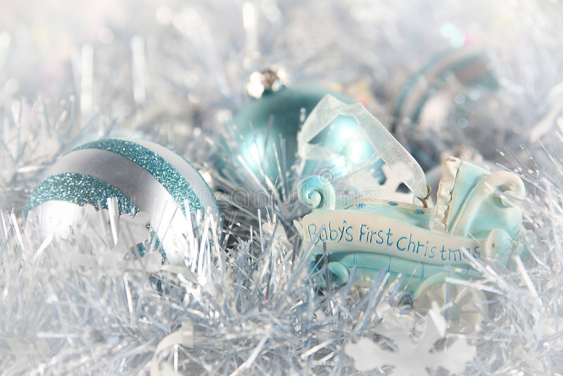 behandla som ett barn blå jul första s arkivfoto