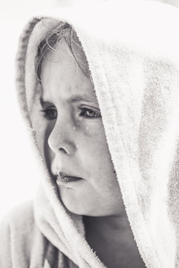 behandla som ett barn den blonda flickan fotografering för bildbyråer
