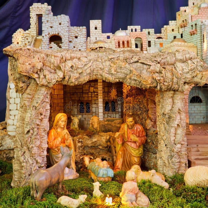behandla som ett barn den juljesus joseph mary julkrubban royaltyfri bild