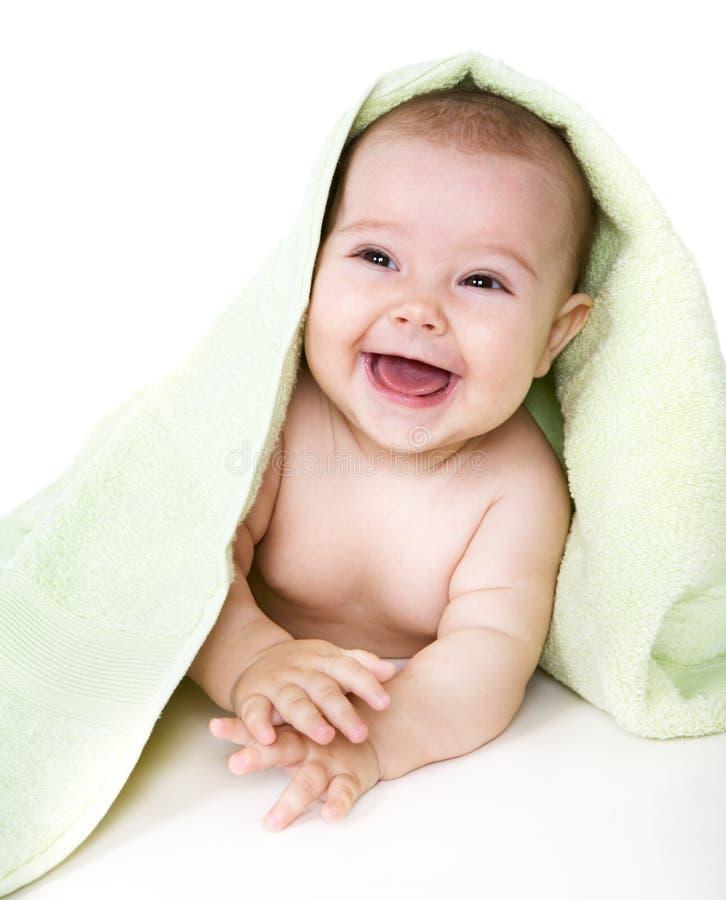 behandla som ett barn den lyckliga handduken royaltyfri foto