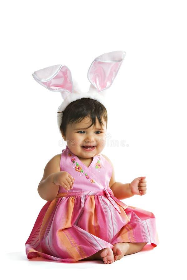 behandla som ett barn den lyckliga kaninen arkivfoto