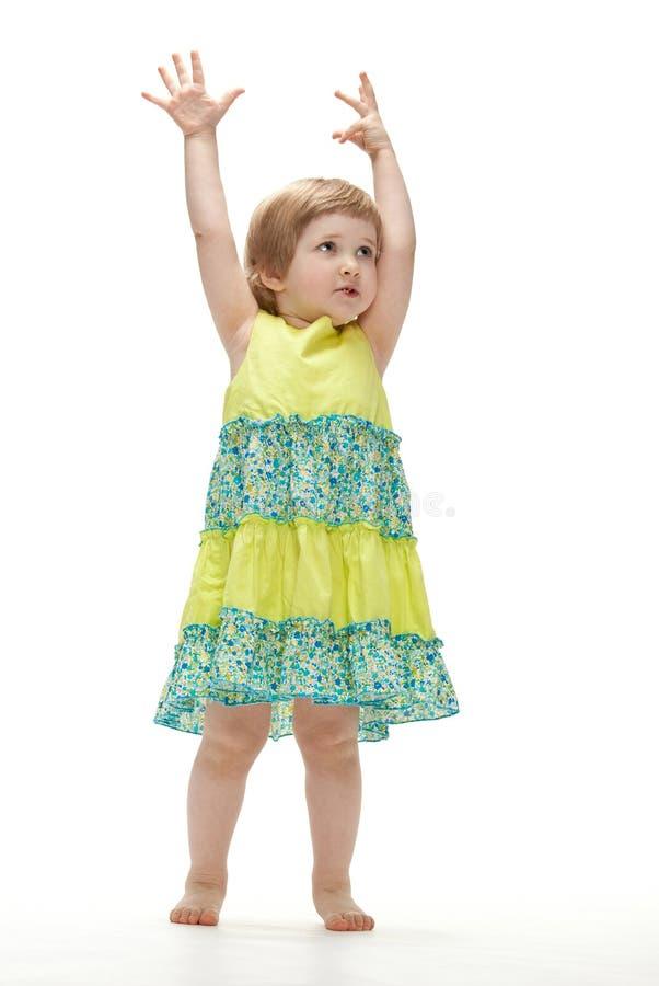 behandla som ett barn den skämtsamma dansflickan royaltyfri fotografi
