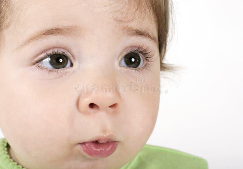 behandla som ett barn den uttrycksfulla framsidan arkivbild
