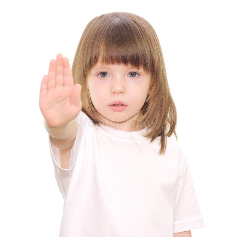 Behandla som ett barn flickagester som stoppet räcker undertecknar arkivbild
