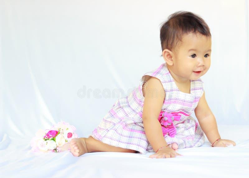 Behandla som ett barn flickan royaltyfria foton