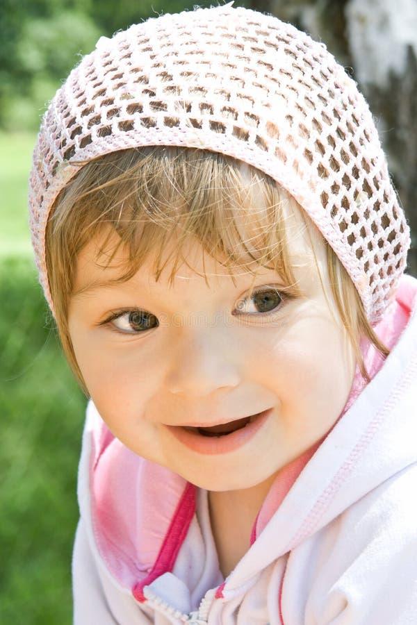 behandla som ett barn flickaparken fotografering för bildbyråer