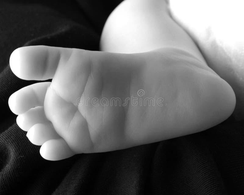 behandla som ett barn foten fotografering för bildbyråer